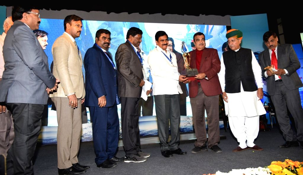 Union Water Resources Minister Nitin Gadkari, Union MoS Water Resources Arjun Ram Meghwal and Andhra Pradesh Water Resources Minister Devineni Umamaheswara Rao during the National Water ... - Nitin Gadkari and Devineni Umamaheswara Rao