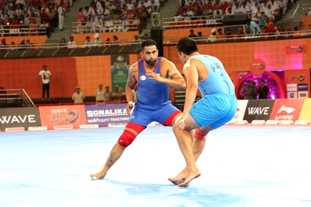 United Singhs player Sandeep Singh and Baldev of California Eagles in action during 9th match of the World Kabaddi League 2014 in New Delhi on Aug 23, 2014. - Sandeep Singh