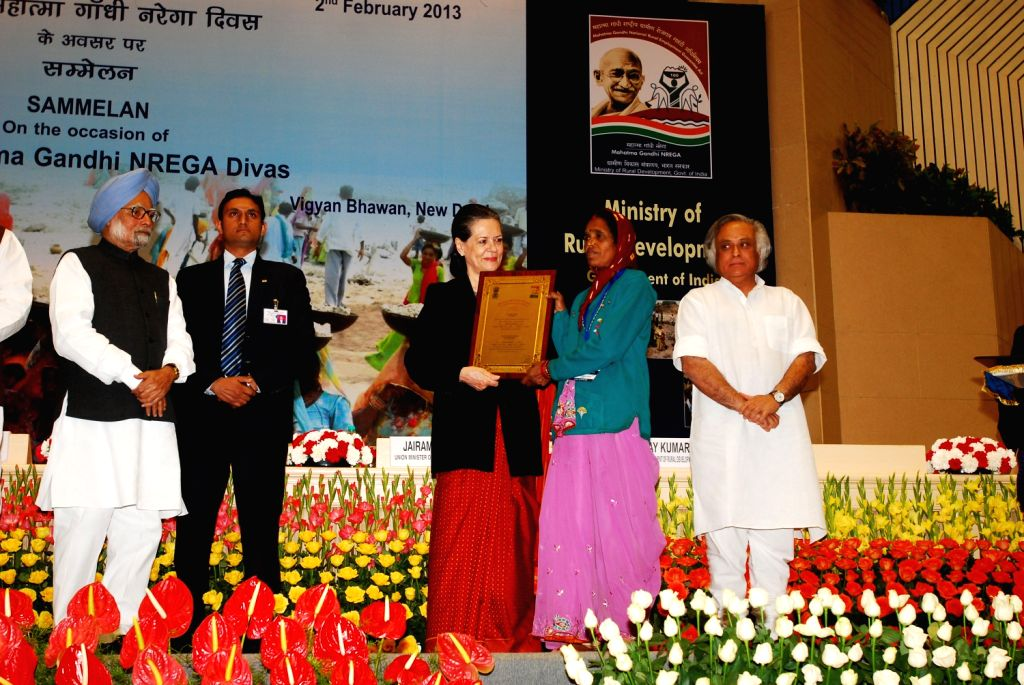 UPA Chairperson Sonia Gandhi and Prime Minister Manmohan Singh presenting awards on the occasion of the 8th MGNREGA Divas on Saturday 2nd of February 2013 in New Delhi.