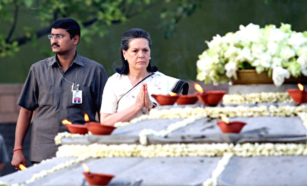 UPA Chairperson Sonia Gandhi paying tributes to her husband  Rajiv Gandhi on his death anniversary, at Vir Bhumi in New Delhi on Thursday.