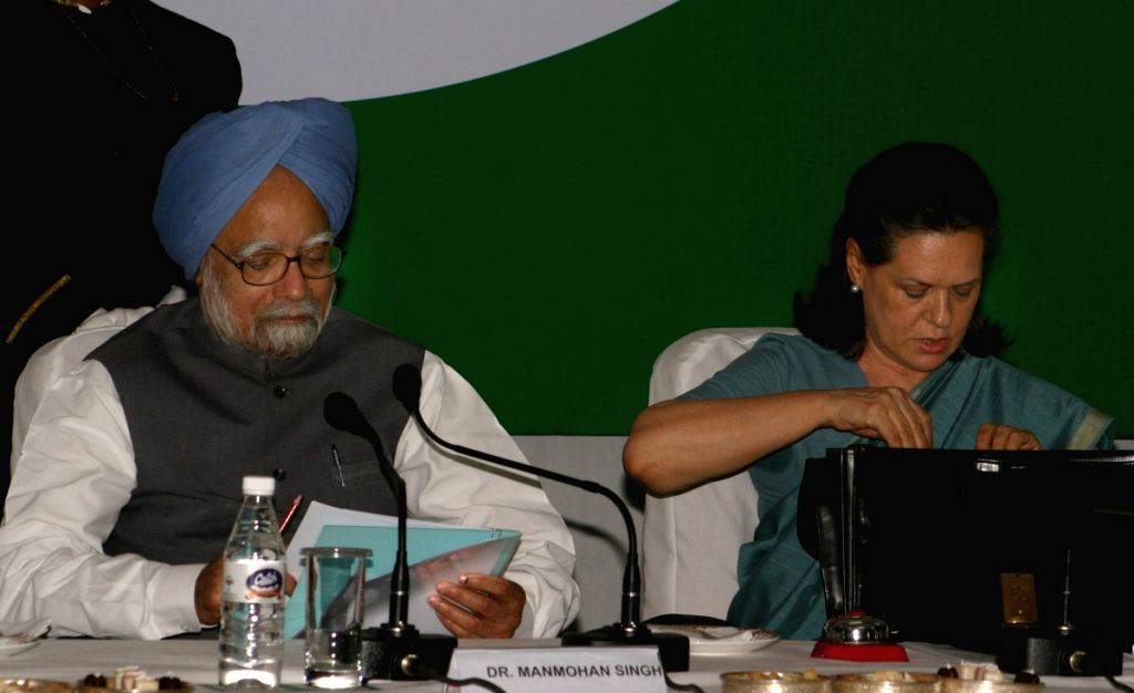 UPA Chairperson Sonia Gandhi, Prime Minister Manmohan Singh  at the CWC meeting at Congress headquarter, in New Delhi on Sunday.