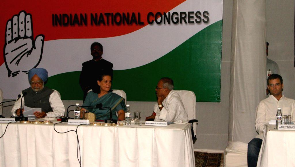 UPA Chairperson Sonia Gandhi, Prime Minister Manmohan Singh, Parnab Mukherjee and Rahul Gandhi at the CWC meeting at Congress headquarter, in New Delhi on Sunday. - Parnab Mukherjee and Rahul Gandhi