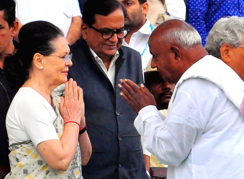UPA chairperson Sonia Gandhi with JD(S) chief H. D. Deve Gowda at the swearing in ceremony of Karnataka Chief Minister H.D.Kumaraswamy in Bengaluru on May 23, 2018. - H. and Sonia Gandhi