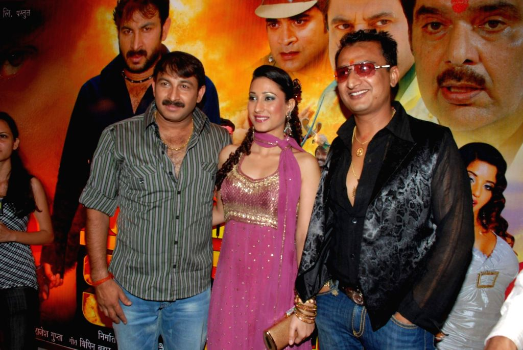 Urvashi Chaudhary with Manoj Tiwari at Bhojpuria Don film music maunch at La Mode. - Urvashi Chaudhary