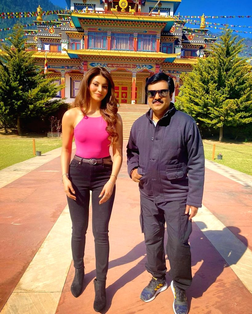 Urvashi Rautela recalls working with late actor Vivekh. - Vivekh