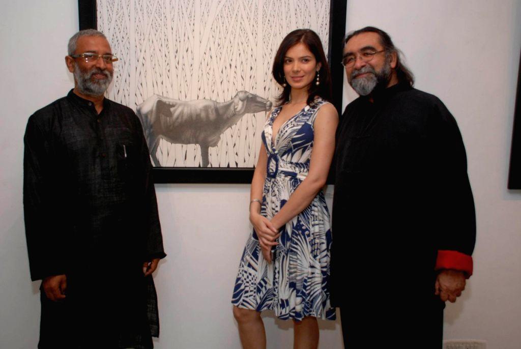 Urvashi Sharma at Prakash Ghadge art event.