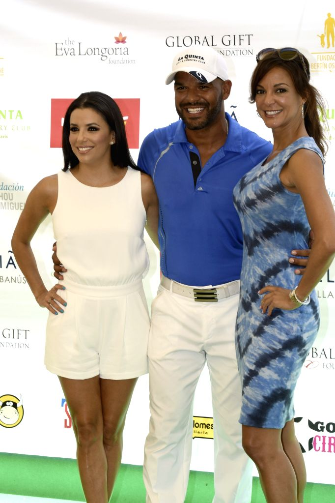 US actress Eva Longoria (L) poses for photographers next to US actress Eva La Rue (R) and Puerto Rican actor Amaury Nolasco, as she acts as celebrity ambassador of a charity golf tournament ...