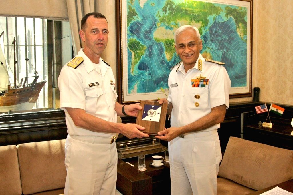 US Navy chief Admiral John Richardson presents a memento to Indian Navy chief Admiral Sunil Lanba, in New Delhi, on May 13, 2019.