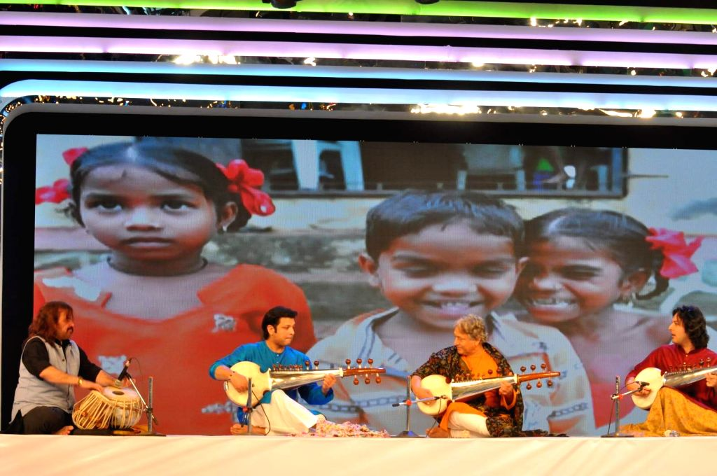 Ustad Amjad Ali Khan and his sons Amaan and Ayaan attend Banega Swachh India Cleanathon, in Mumbai on Jan 17, 2016.