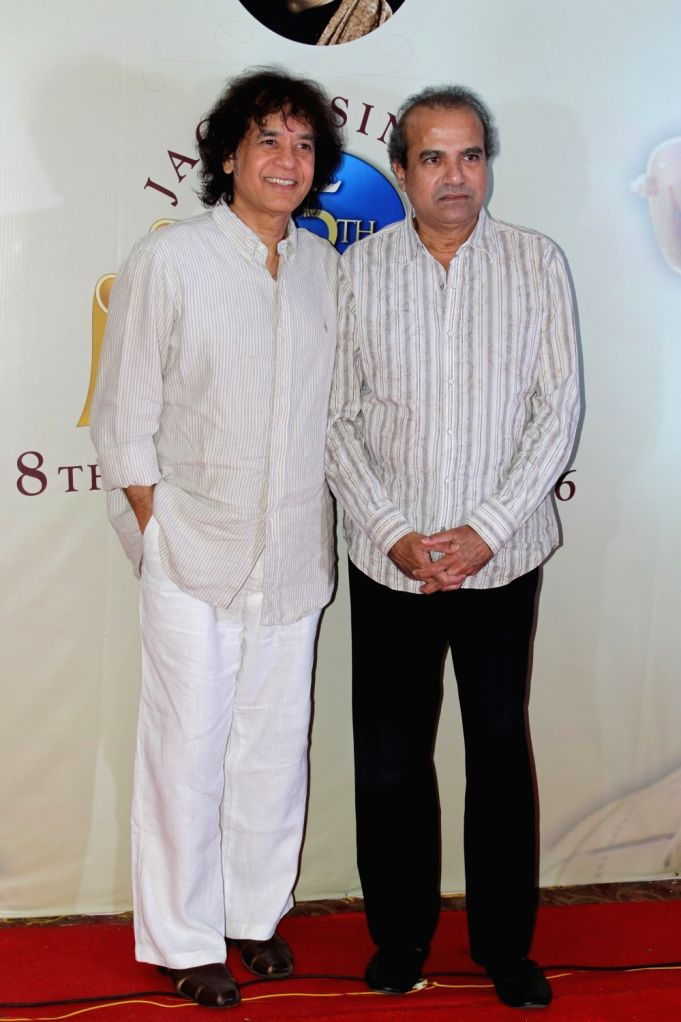 Ustad Zakir Hussain and Pt. Suresh Wadkar during a press conference to announce music festival to celebrate ghazal maestro Jagit Singh`s 75th Birth Anniversary in Mumbai on January 15, 2016.