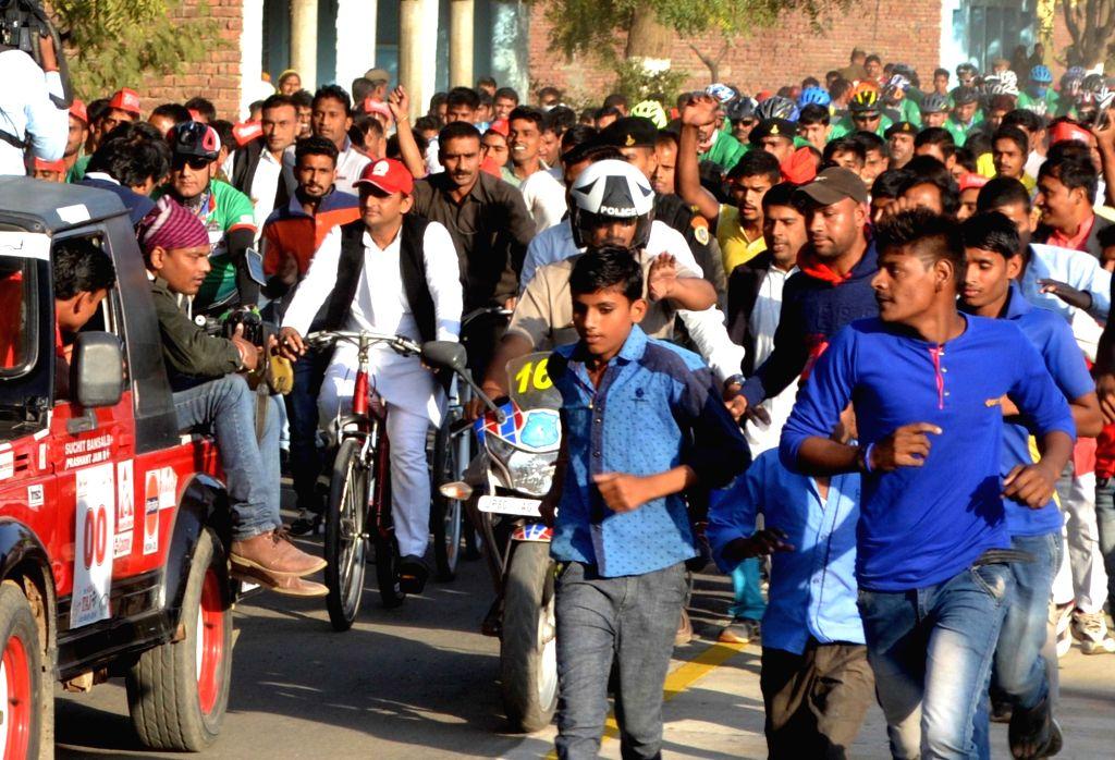 Uttar Pradesh Chief Minister Akhilesh Yadav rides a cycle to inaugurate a cycle track in Agra on Nov 27, 2016. - Akhilesh Yadav