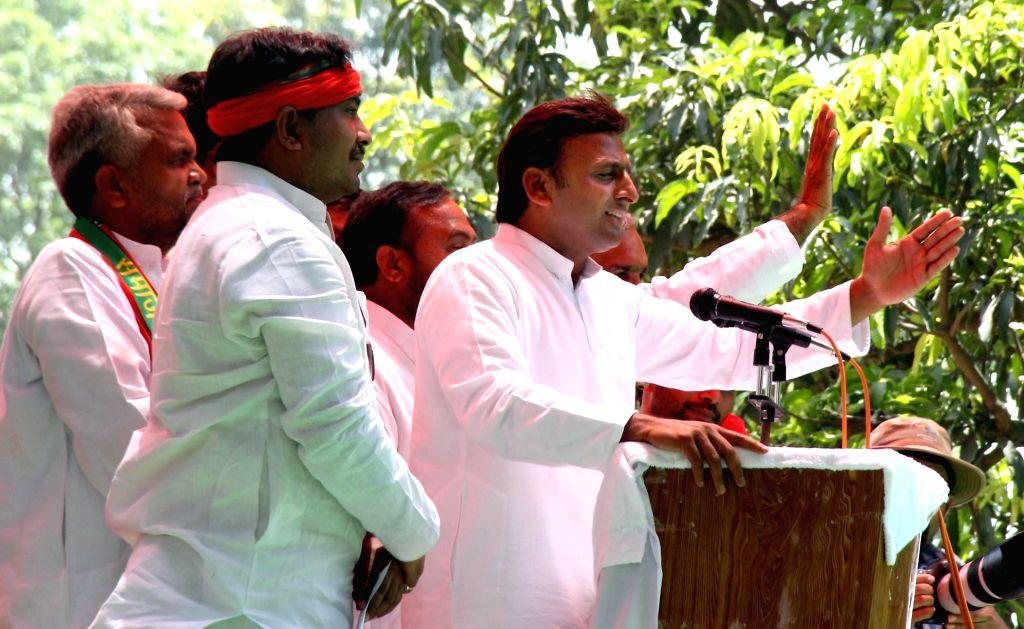 Uttar Pradesh Chief Minister and Samajwadi Party leader Akhilesh Yadav addresses a rally in Sahson near Allahabad on April 30, 2014.