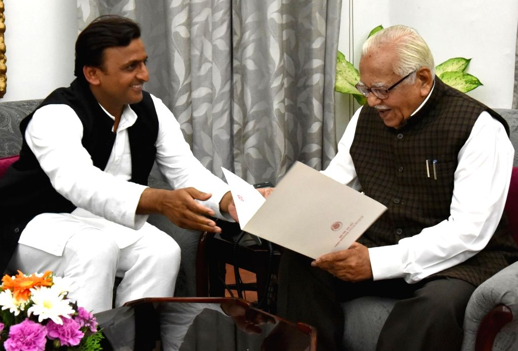 Uttar Pradesh Chief Minister and SP leader Akhilesh Yadav handover his resignation to Governor Ram Naik in Lucknow, on March 11, 2017. - Akhilesh Yadav