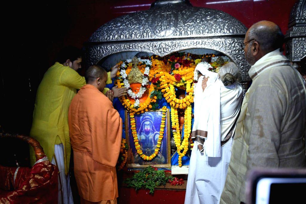 Uttar Pradesh Chief Minister Yogi Adityanath visits Mahavir Temple in Patna on Dec 12, 2018. - Yogi Adityanath