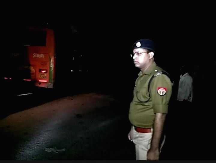Uttar Pradesh Superintendent of Police Ganesh Prasad Saha taking stock of the situation after a private bus, carrying devotees from Kanpur Dehat, was on its way to Chitrakoot Deepdan Mela ...