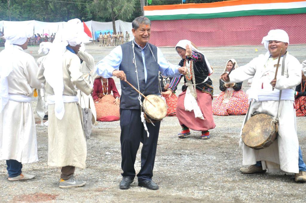 Uttarakhand Chief Minister Harish Rawat beats a drum during Independence Day celebrations at  Parade Ground in Dehradun on Aug 15, 2016. - Harish Rawat