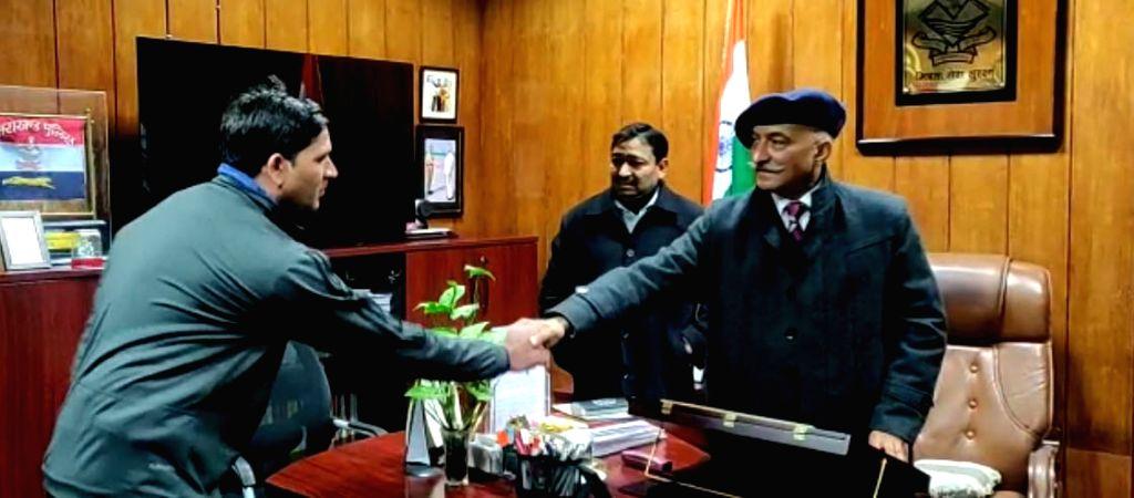 Uttarakhand DGP Anil Kumar Raturi with state police players and coach. - Kumar Raturi