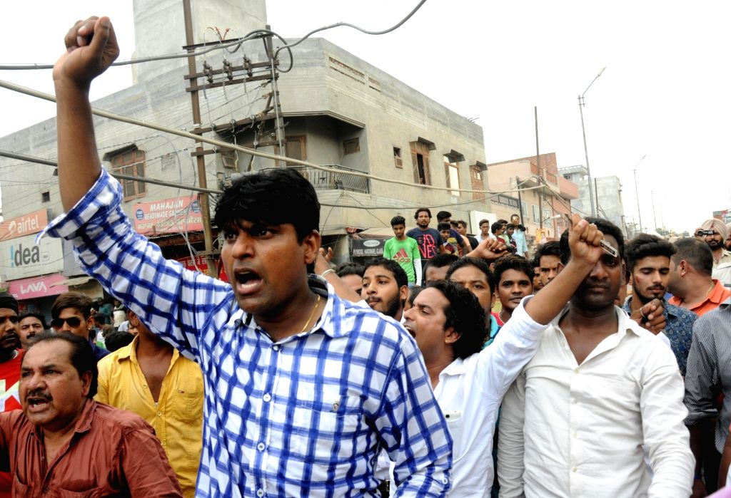 """Valmiki Samaj members stage a demonstration against the film """"The legend of Michael Mishra"""" in Amritsar on Aug 5, 2016. - Mishra"""