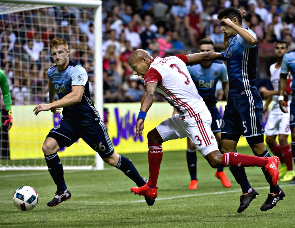 VANCOUVER, Aug. 13, 2016 - San Jose Earthquakes Jordan Stewart (C) tries to break through the Vancouver Whitecaps' defense during a Major League Soccer (MLS) match in Vancouver, Canada, Aug. 12, 2016.