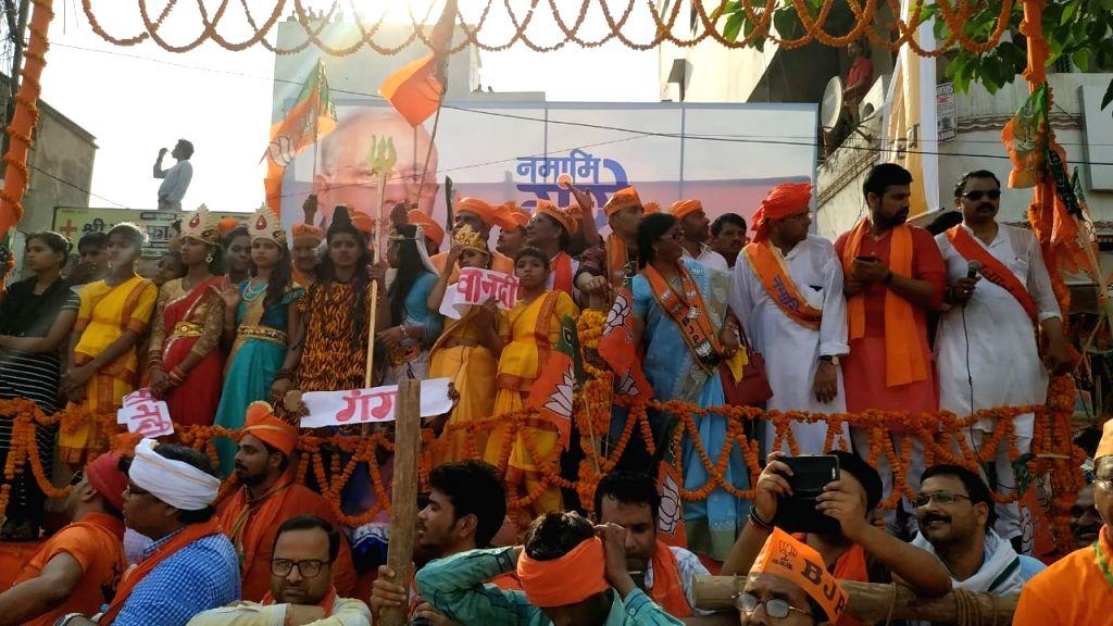 Varanasi: BJP supporters gather to welcome Prime Minister Narendra Modi on his arrival in Varanasi, on April 25, 2019. (Photo: IANS) - Narendra Modi