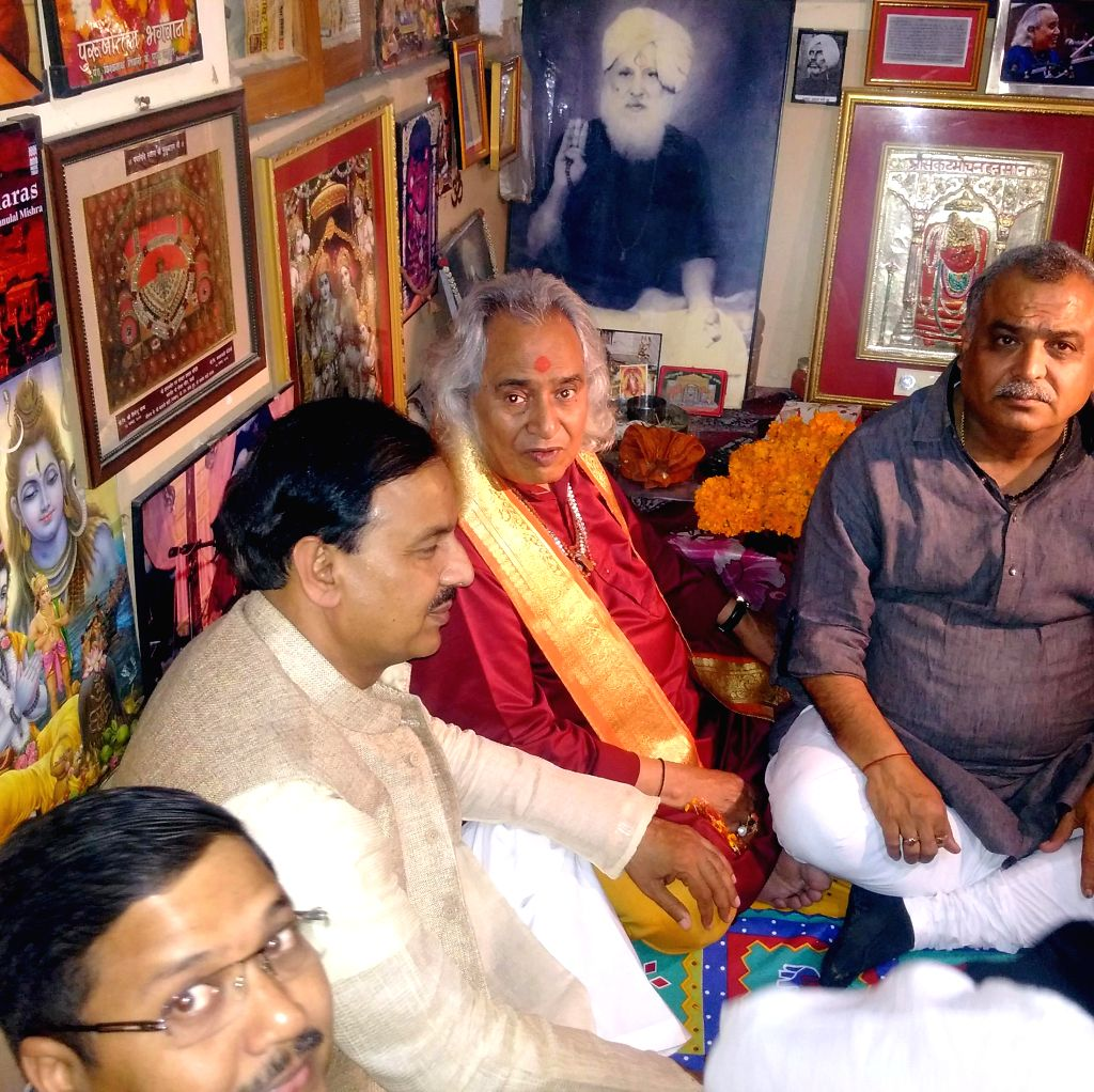 Minister of State for Culture (Independent Charge), Tourism (Independent Charge) and Civil Aviation, Dr. Mahesh Sharma pays respect to the doyen of Hindustani classical music Pt. Chhannu ...