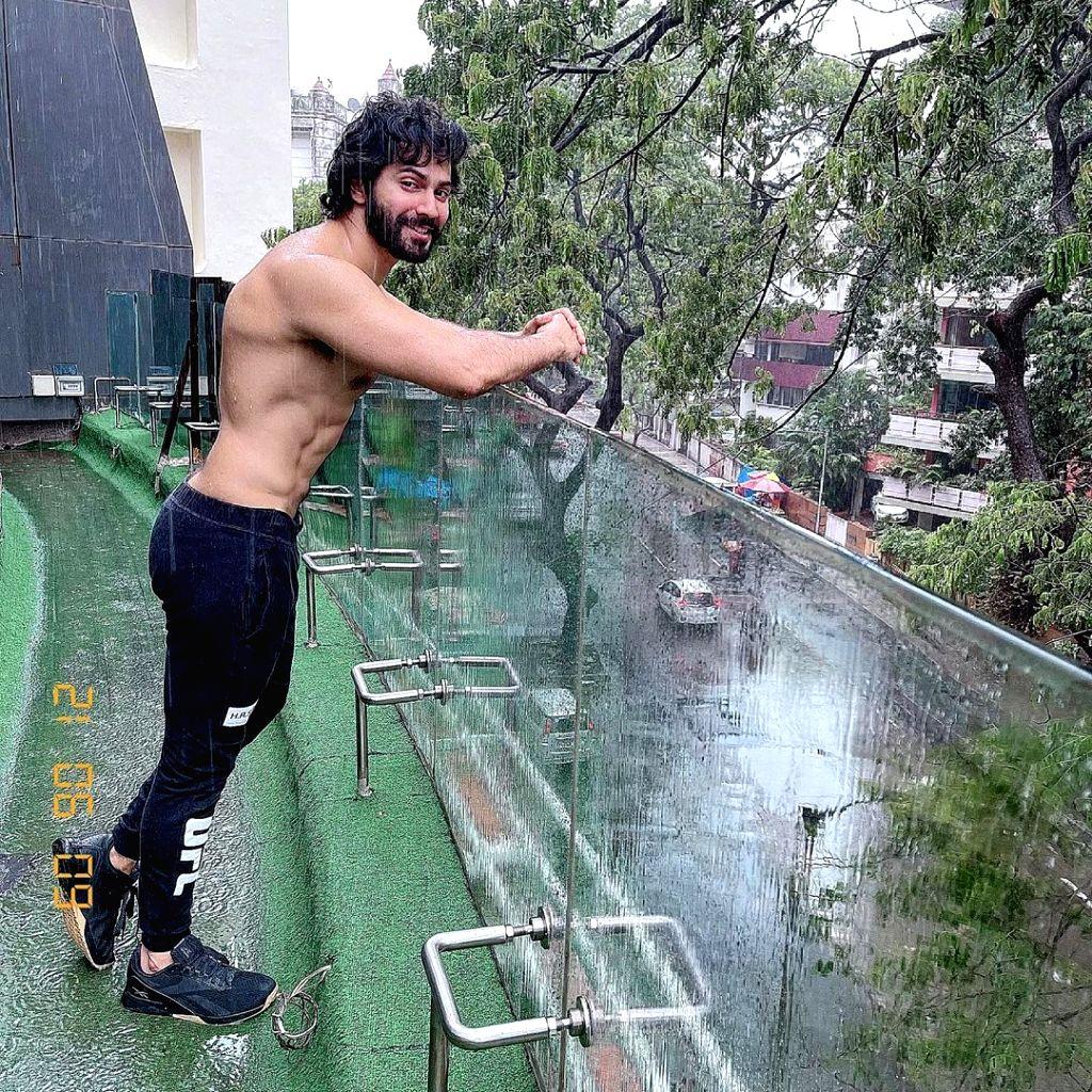 Varun Dhawan enjoys Mumbai rain