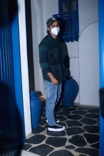 Varun Dhawan snapped outside restaurant in worli on 04 october,2021.