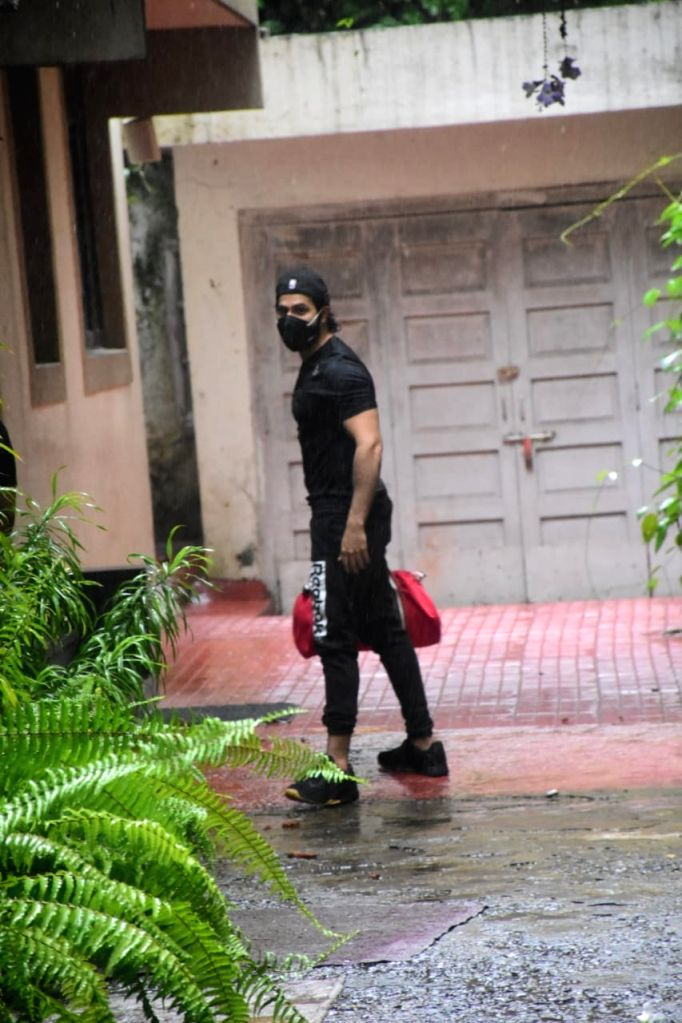 Varun Dhawan Spotted at Gym In Bandra On Tuesday, 15 June,2021.