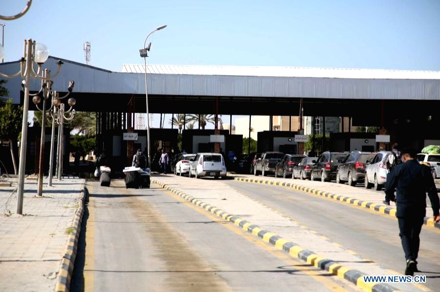 Vehicles line up at Libya's Ras Ejder Border crossing with Tunisia, on Nov. 14, 2020. Libyan authorities on Saturday announced reopening of the country's border crossing with Tunisia after months of closure over the COVID-19 pandemic. (Photo by Moham