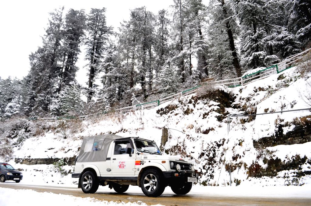 Vehicular movement slows down in Kufri due to fresh snowfall on Dec 13, 2018.
