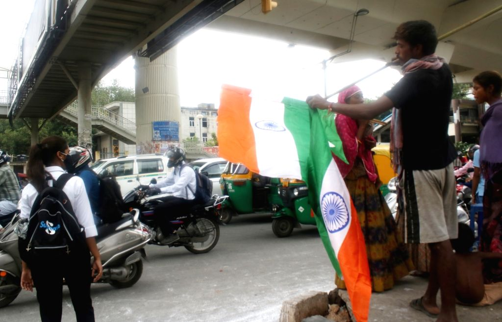 Vendors seen selling national flags at Vikas Marg and ITO on the eve of the 74th Independence Day celebrations, in New Delhi on Aug 14, 2020.