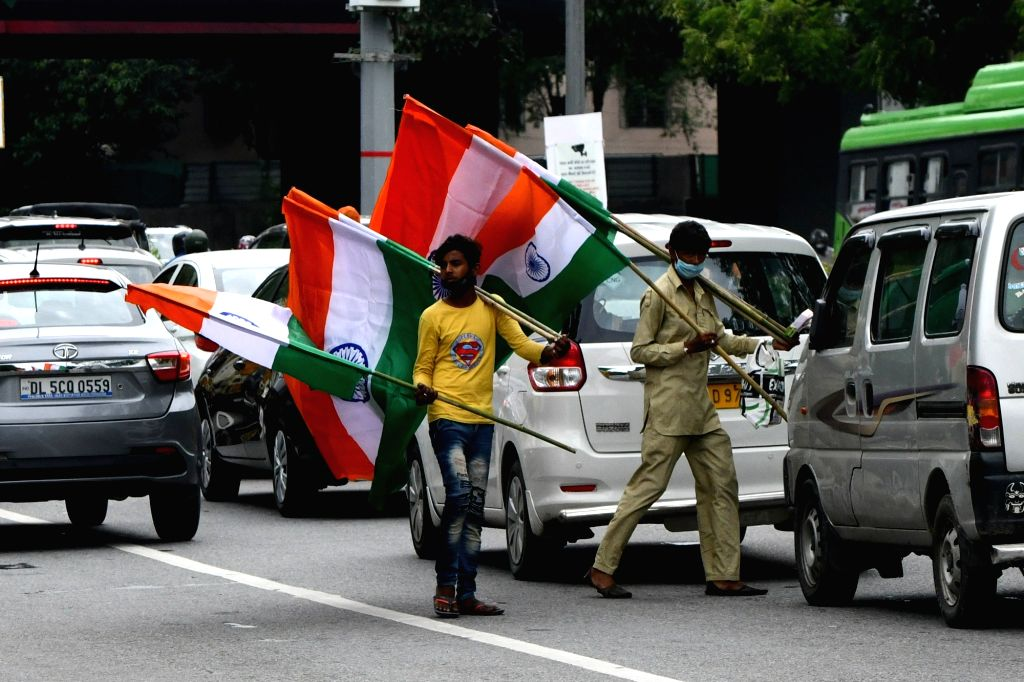 Vendors sell national flags on the eve of the 74th Independence Day celebrations, in Bengaluru on Aug 14, 2020.