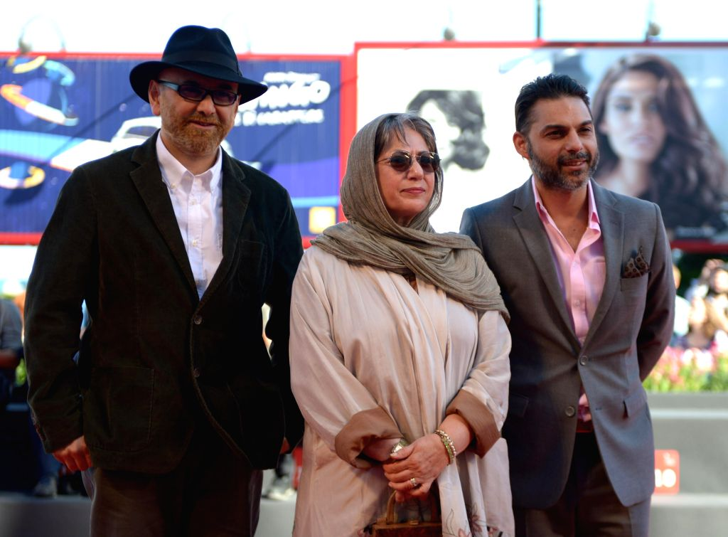 """Iranian directress Rakhshan Banietemad (C), actor Habib Rezaei (L) and actor Peiman Moadi do a step on the red carpet for the film  """"Tales"""" during the 71st - Habib Rezaei"""