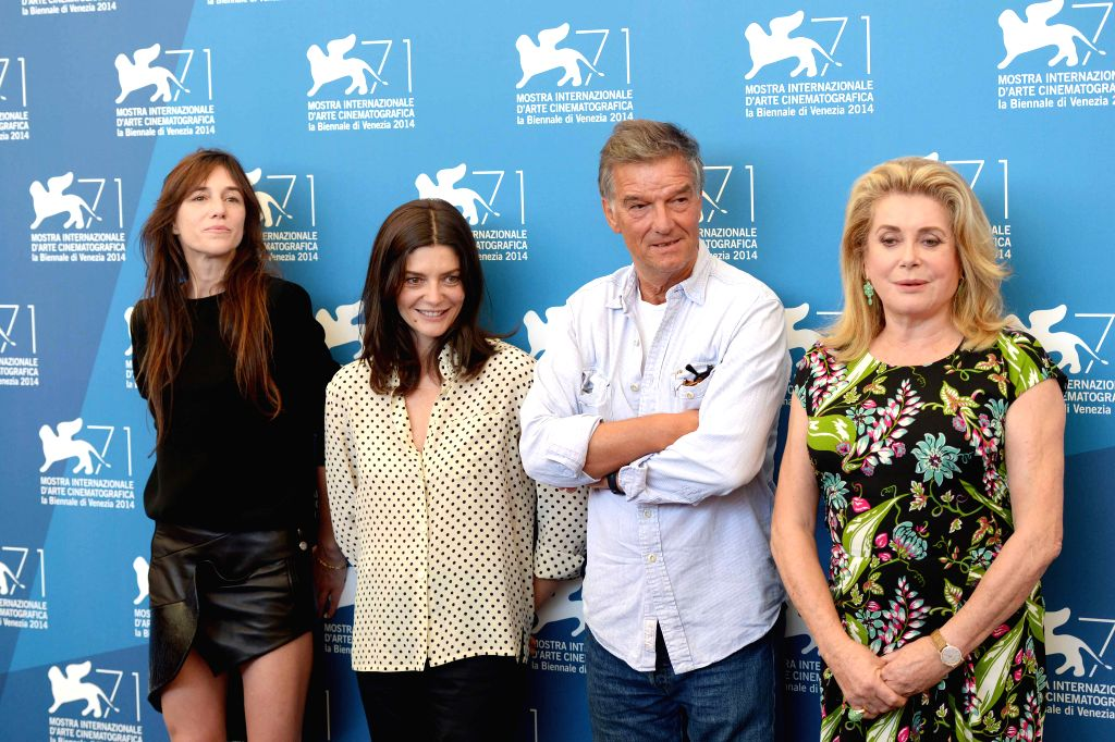 (From L to R) Charlotte Gainsbourg, Chiara Mastroianni,director Benoit Jacquot and Catherine Deneuve pose during the photo call for 3 Coeurs during the 71st Venice ..
