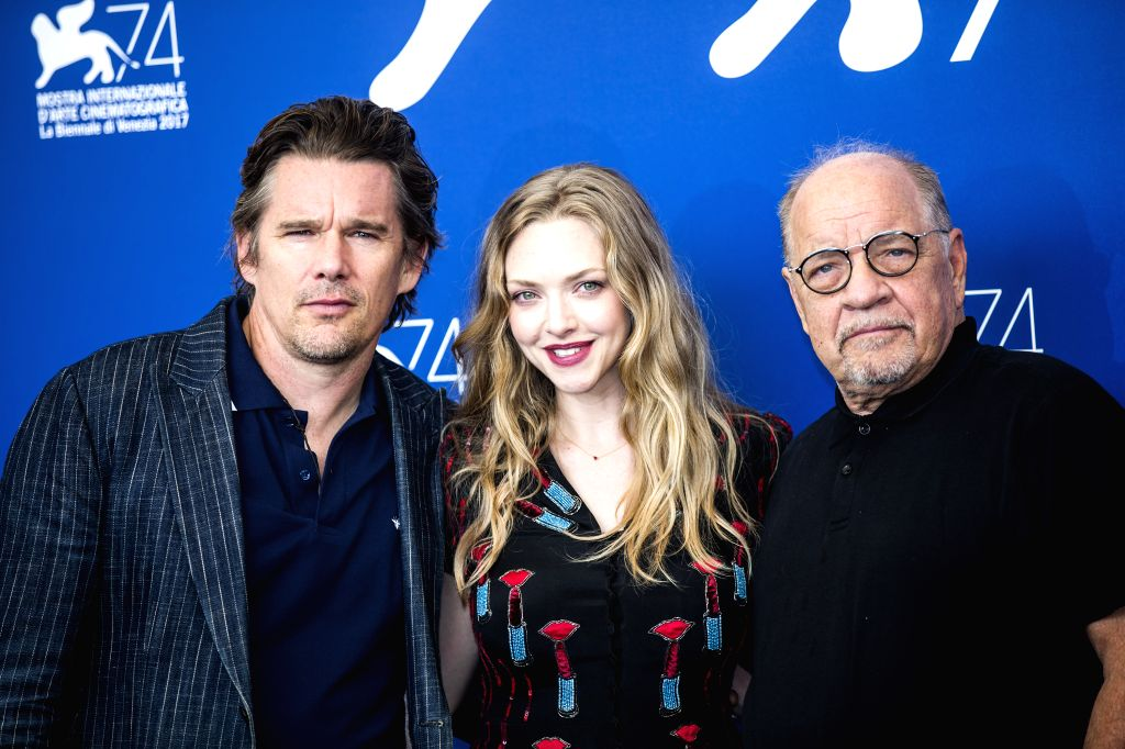 """VENICE, Aug. 31, 2017 - Actor Ethan Hawke (L), actress Amanda Seyfried (C), and director Paul Schrader pose during a photocall for the movie """"First Reformed"""" at the 74th Venice Film ... - Ethan Hawke"""