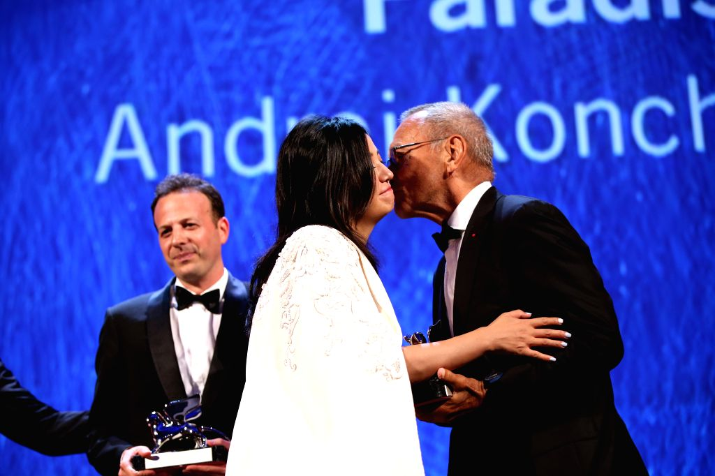 """VENICE, Sept. 11, 2016 - Member of the Jury, Chinese actress Zhao Wei (2nd R) presents the Silver Lion award for Best Director to director Andrei Konchalovsky for his movie """"Paradise"""" ... - Zhao Wei"""