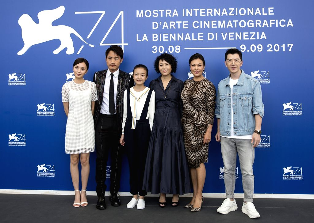 "VENICE, Sept. 7, 2017 - Actress Peng Jing, actor Geng Le, actress Zhou Meijun, Director Vivian Qu, actress Shi Ke and actor Wang Yuexin (L-R) pose during a photocall for the movie ""Angels wear ... - Peng Jing"