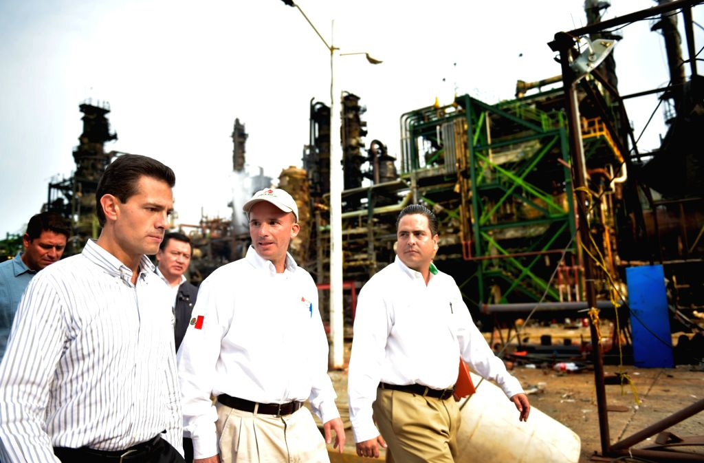 VERACRUZ, April 22, 2016 - Photo provided by Mexico's Presidency shows Mexican President Enrique Pena Nieto (L) visiting the site of the explosion at Clorados III plant in the Pajaritos Petrochemical ...