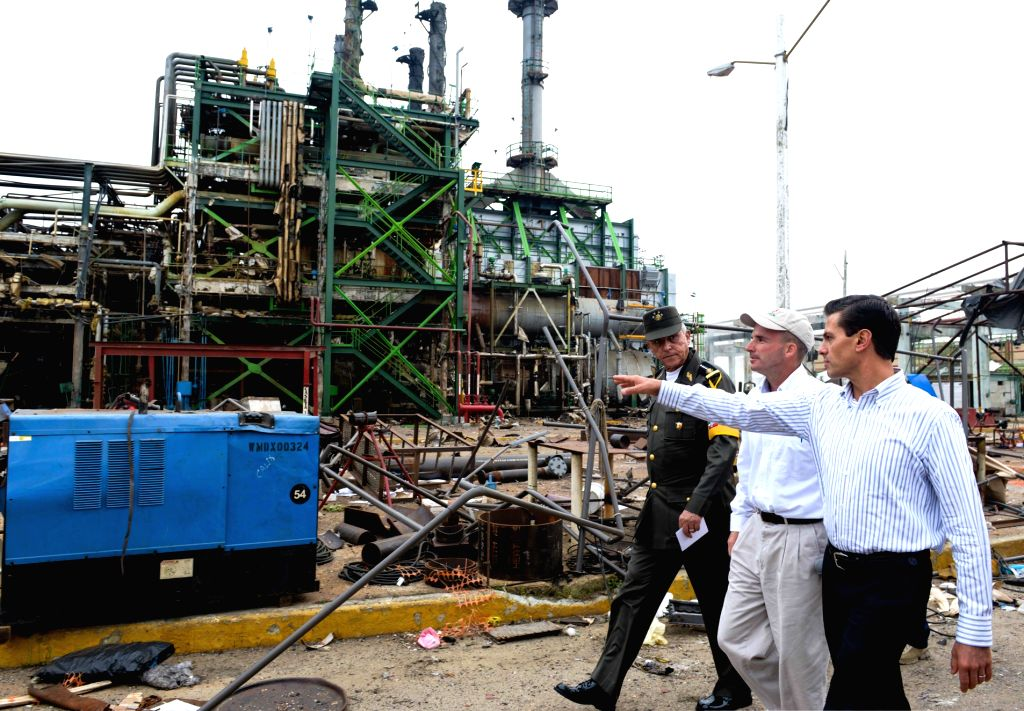VERACRUZ, April 22, 2016 - Photo provided by Mexico's Presidency shows Mexican President Enrique Pena Nieto (R) visiting the site of the explosion at Clorados III plant in the Pajaritos Petrochemical ...