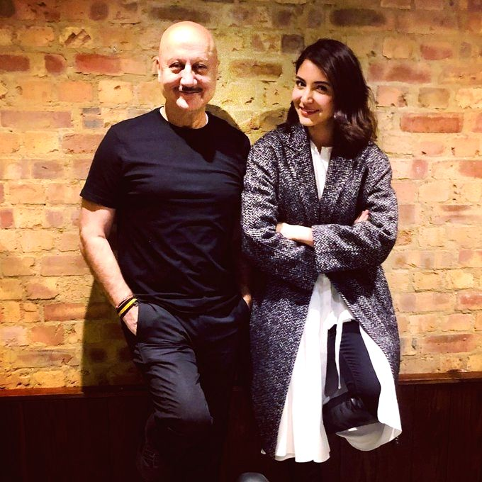 "Veteran actor Anupam Kher recently had a chit-chat session with his ""favourite"" actress Anushka Sharma in London. Kher on Friday took to the social media to share a glimpse of his meeting ... - Anupam Kher, Anushka Sharma and Virat Kohli"