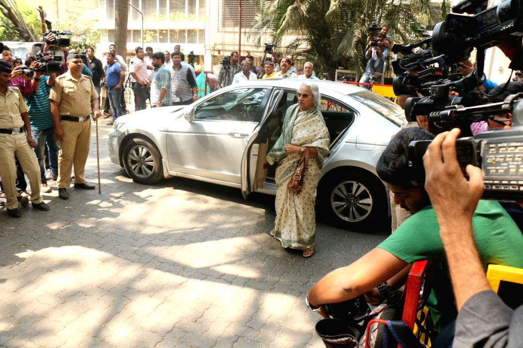 Veteran actress Waheeda Rehman arrives at actor Anil Kapoor's residence to meet the grief struck Kapoor family after sudden demise of actress Sridevi, in Mumbai on Feb 27, 2018. Veteran ... - Waheeda Rehman, Sonam Kapoor and Khushi Kapoor