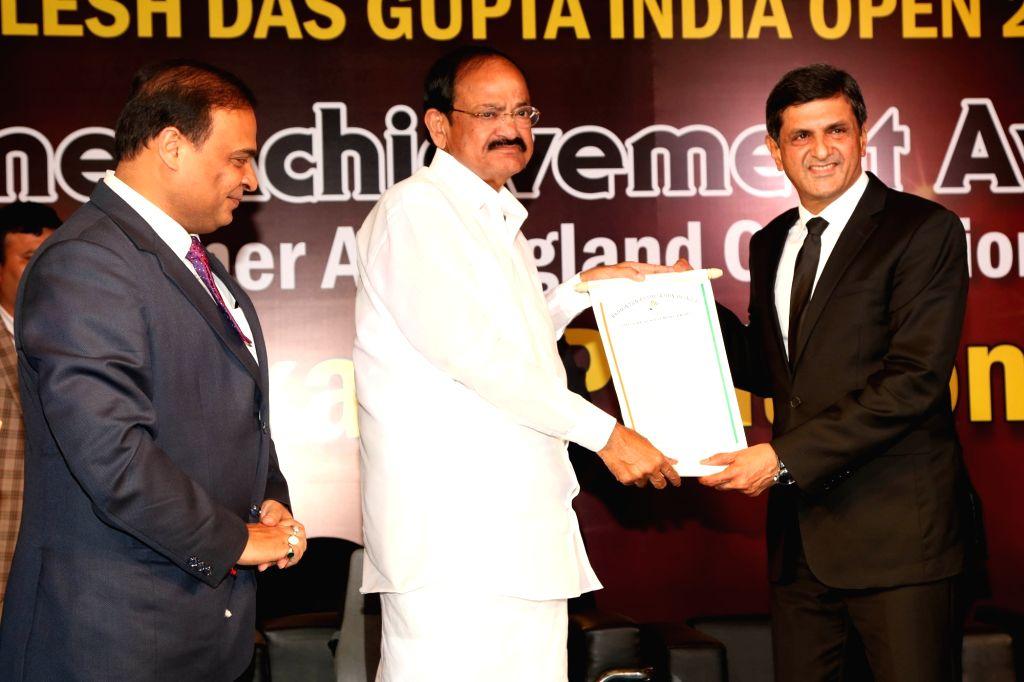 Veteran badminton player Prakash Padukone receiving the Lifetime Achievement Award from Vice President M. Venkaiah Naidu in New Delhi on Jan 29, 2018. - M. Venkaiah Naidu and Prakash Padukone