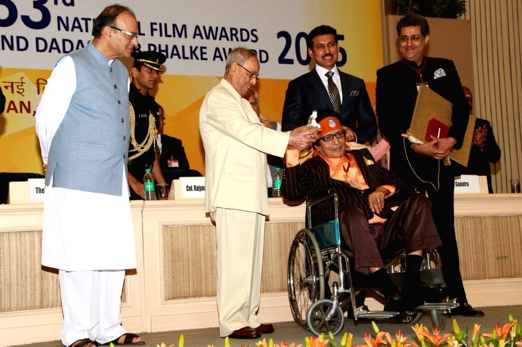 Veteran film actor and director Manoj Kumar receives the 47th Dadasaheb Phalke Award from President Pranab Mukherjee during the 63rd National Film Awards ceremony at Vigyan Bhawan in New ... - Manoj Kumar and Pranab Mukherjee