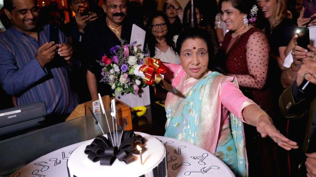 Veteran singer Asha Bhosle celebrates her 86th birthday amidst family and fans in Dubai, on Sep 9, 2019. - Asha Bhosle