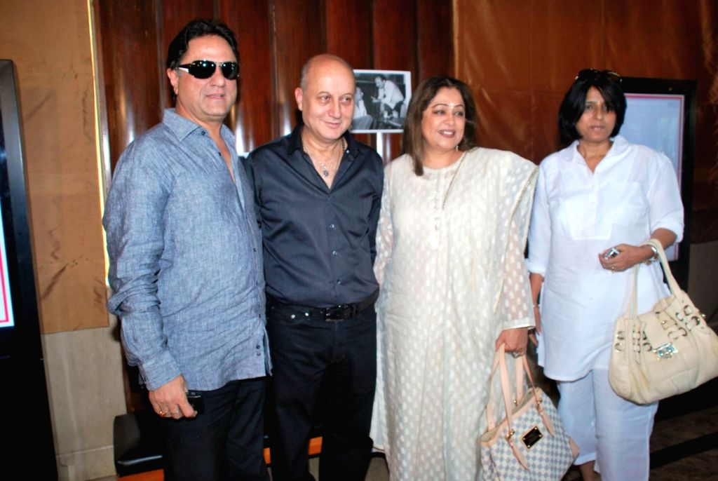 """Veteren actor Anupam Kher with wife Kiran Kher at the premiere of """"Saaransh"""" that took place after the movie was released 25 years earlier. - Anupam Kher and Kiran Kher"""
