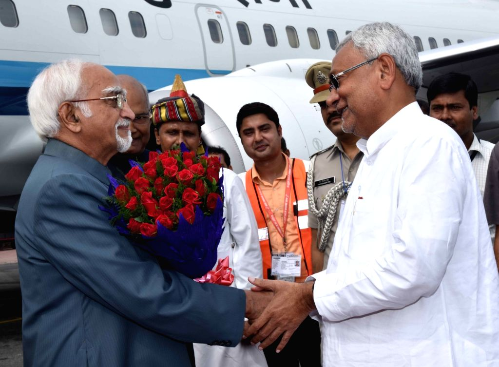 Vice President Dr. Hamid Ansari being received by the Bihar Chief Minister Nitish Kumar in Patna on Sept 8, 2016. - Nitish Kumar
