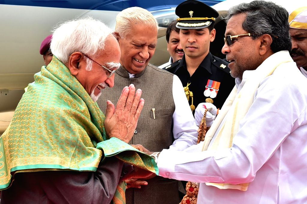 Vice President Hamid Ansari being welcomed by Karnataka Governor Vajubhai Rudabhai Vala and Chief Minister Siddaramaiahon his arrival at HAL Airport in Bengaluru on June 12, 2017. - Siddaramaiaho