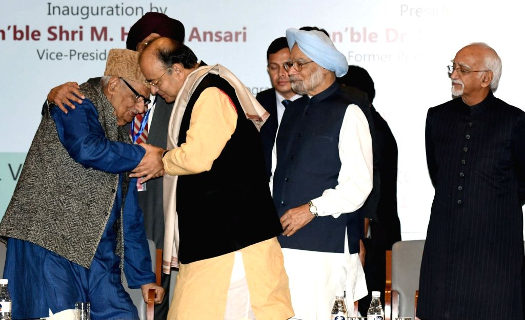 Vice President M Hamid Ansari, Union Minister for Finance and Corporate Affairs Arun Jaitley, former Prime Minister Manmohan Singh and Veteran journalist Kuldip Nayar at the inauguration ... - Manmohan Singh, Affairs Arun Jaitley and Gobind Singh