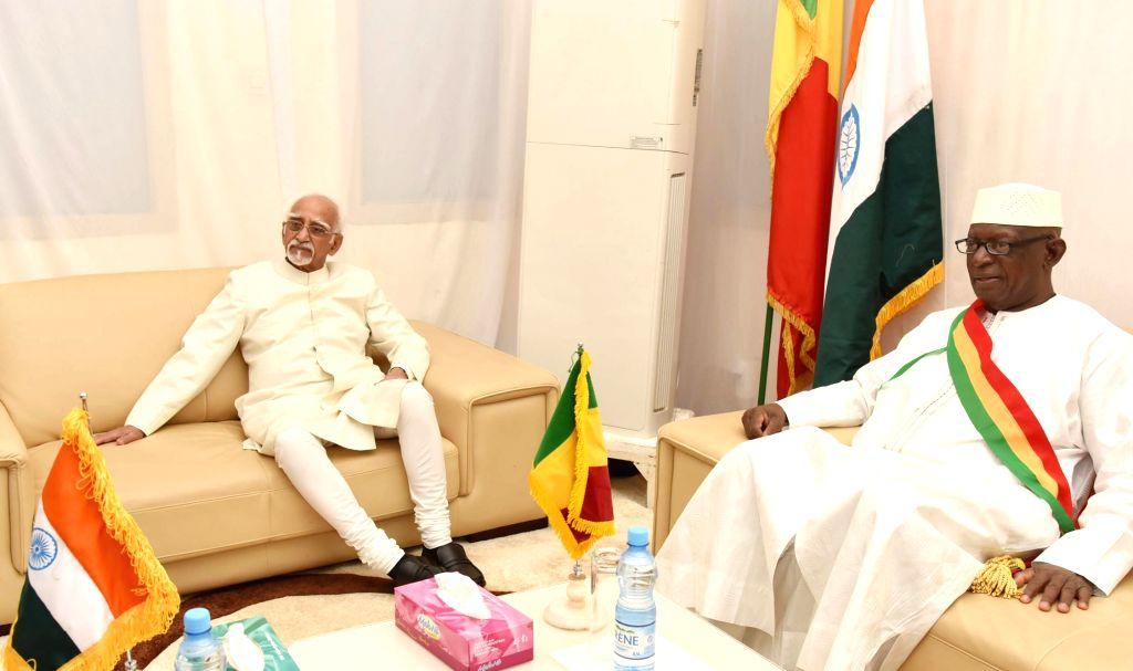 Vice President M Hamid Ansari with the Mali National Assembly Speaker Issaka Sidibe at the Mali National Assembly in Bamako, Mali on Sept 30, 2016. - Issaka Sidibe