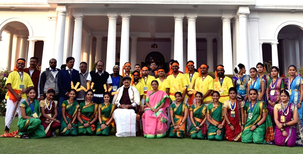 Vice President M. Venkaiah Naidu and his wife Usha Naidu with the tableaux artists from Maharashtra, who participated in the 2019 Republic Day Parade in New Delhi, on Jan 28, 2019. - M. Venkaiah Naidu and Usha Naidu